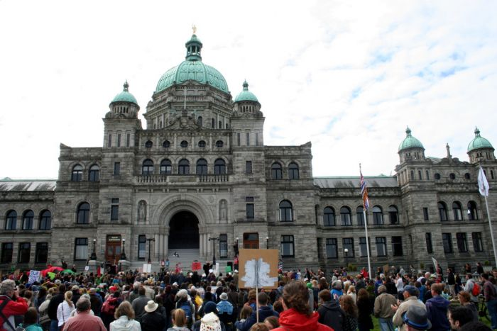 Hundreds attended the rally against pipelines and tankers. Victoria, April 15, 2012. Photo: Sandra Cuffe
