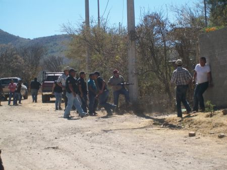 Members of San José defending our rights confront mine opponents. Photo by Coordinating Committee of the United Villages of the Ocotlan Valley.