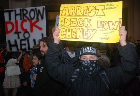Vancouver resistance to Cheney (Murray Bush - Flux Photo)