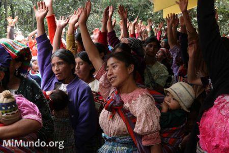Community consultation on the exploitation of natural resources in Santa Cruz del Quiché, Guatemala, 2010. (Photo by James A. Rodríguez / MiMundo.org)