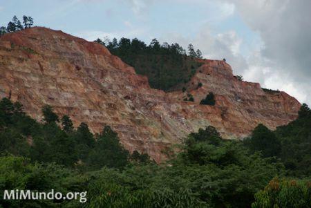Goldcorp's San Martin Gold Mine in the Siria Valley, Honduras, 2007. (Photo by James A. Rodríguez / MiMundo.org)
