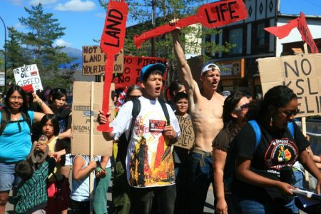 Youth rally against proposed pipelines on Unist'ot'en Territory. photo: Ben Powless
