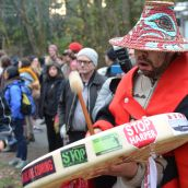 Crowd defies Kinder Morgan court order