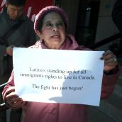 Latinos Standing Up. //Latinos resistiendo. Vancouver, April 4 abril 2012. Foto: Sandra Cuffe